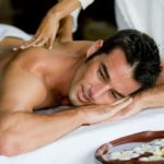 Corps-soin-gommage-massage-homme-l-detente